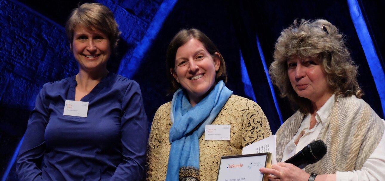 v.l.n.r.: Silvia Ohms,Susanne Horn (Lammsbräu), Marion Hammerl, Vorsitzende CSR Forum Jury. copyright Deutsches CSR-Forum
