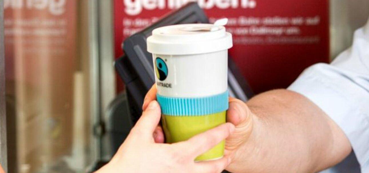 DB stellt im ICE und IC auf Fairtrade-zertifizierten Kaffee um. Copyright: Deutsche Bahn AG / Pablo Castganola