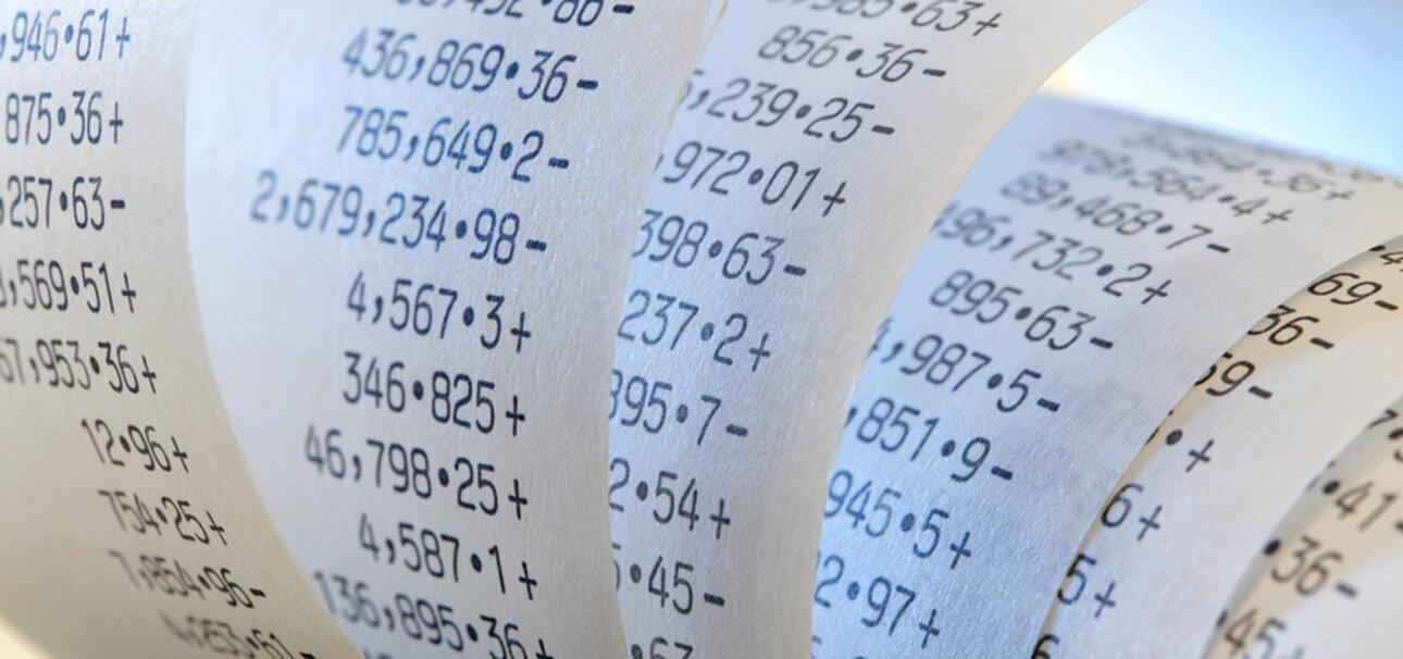 Kleine Zettel, große Wirkung: Die meisten Kassenbons sind auf Thermopapier gedruckt, das mit der Chemikalie Bisphenol A beschichtet ist. Copyright: ©Joachim Wendler - stock.adobe.com