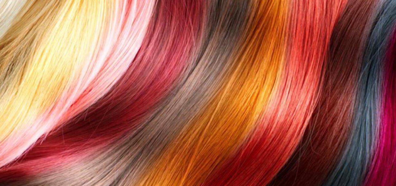 Haare natürlich färben - Foto www.fotolia.com