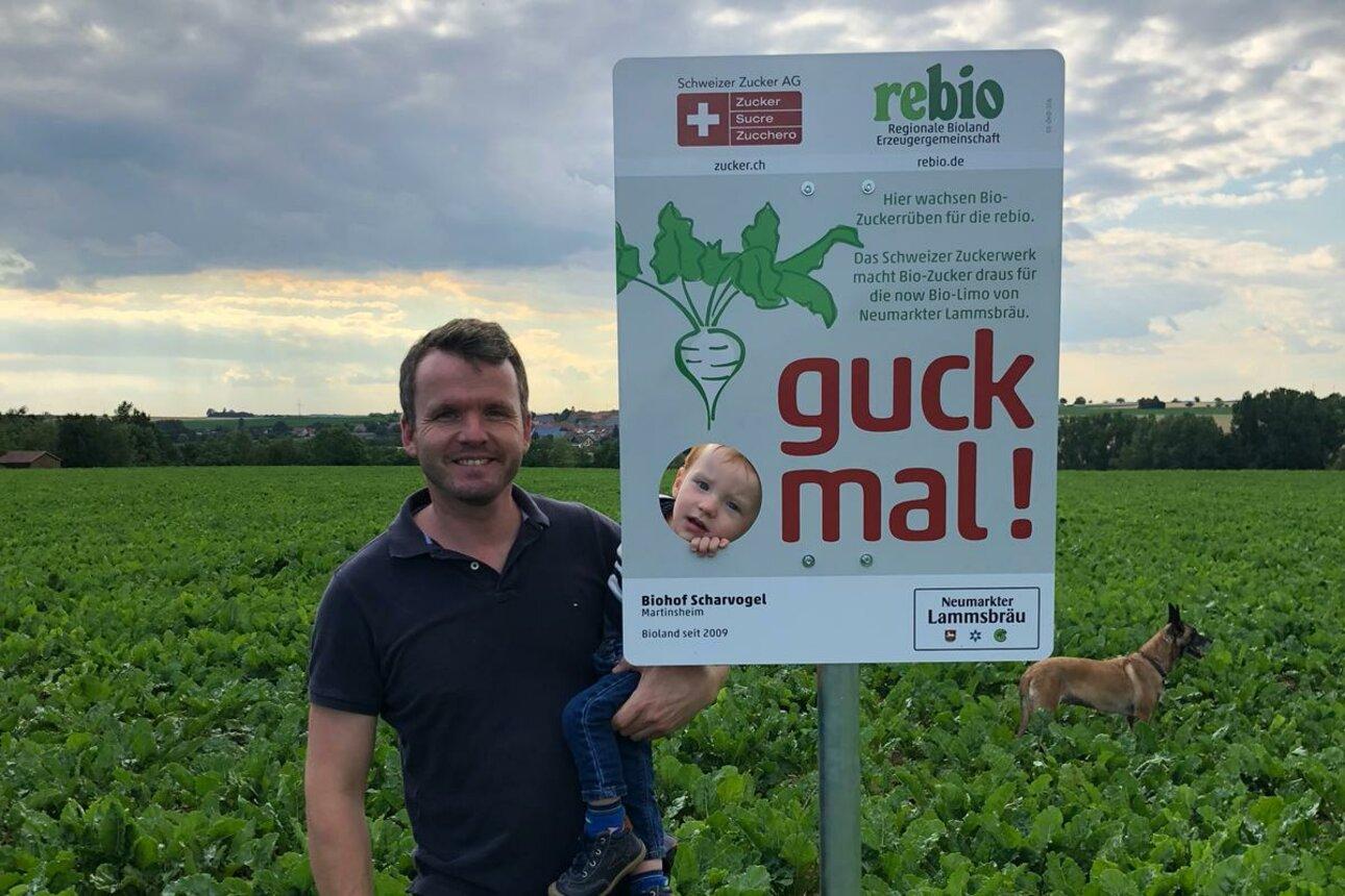 Biobauer Johannes Scharvogel freut sich über eine gute Zuckerrübenernte trotz der Trockenheit.
